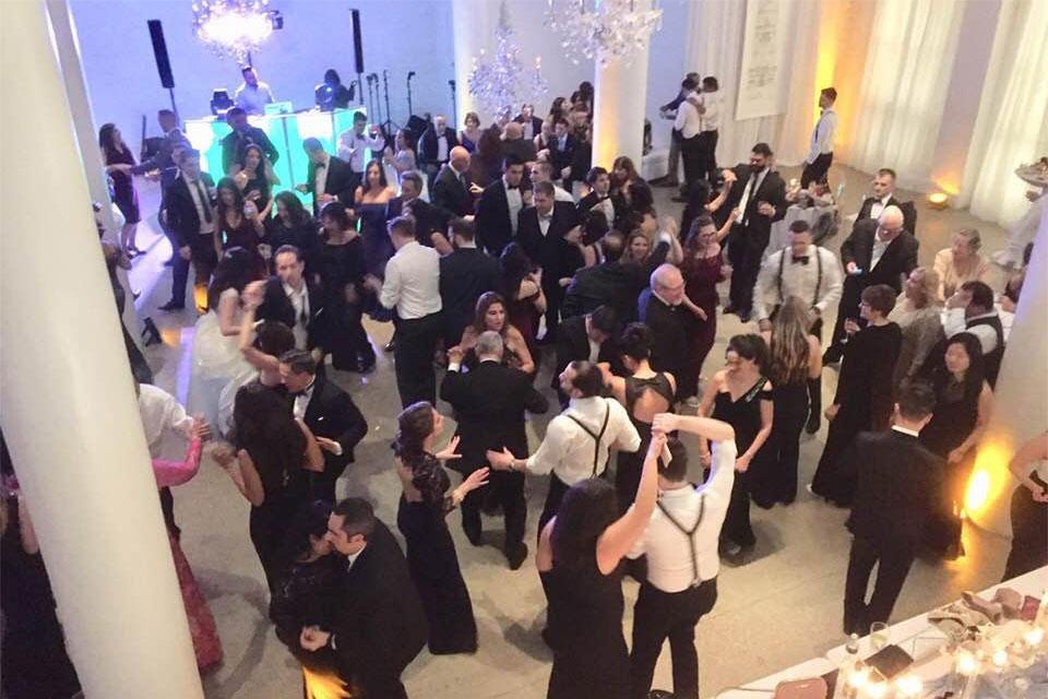 wedding-crowd